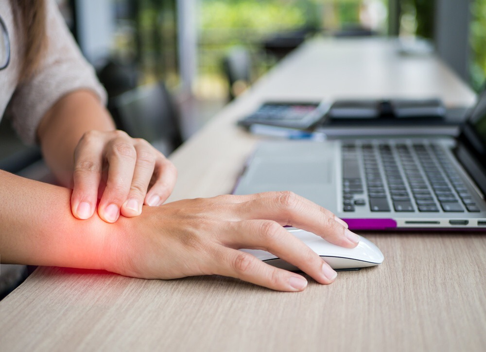 douleur pignet souris de bureau