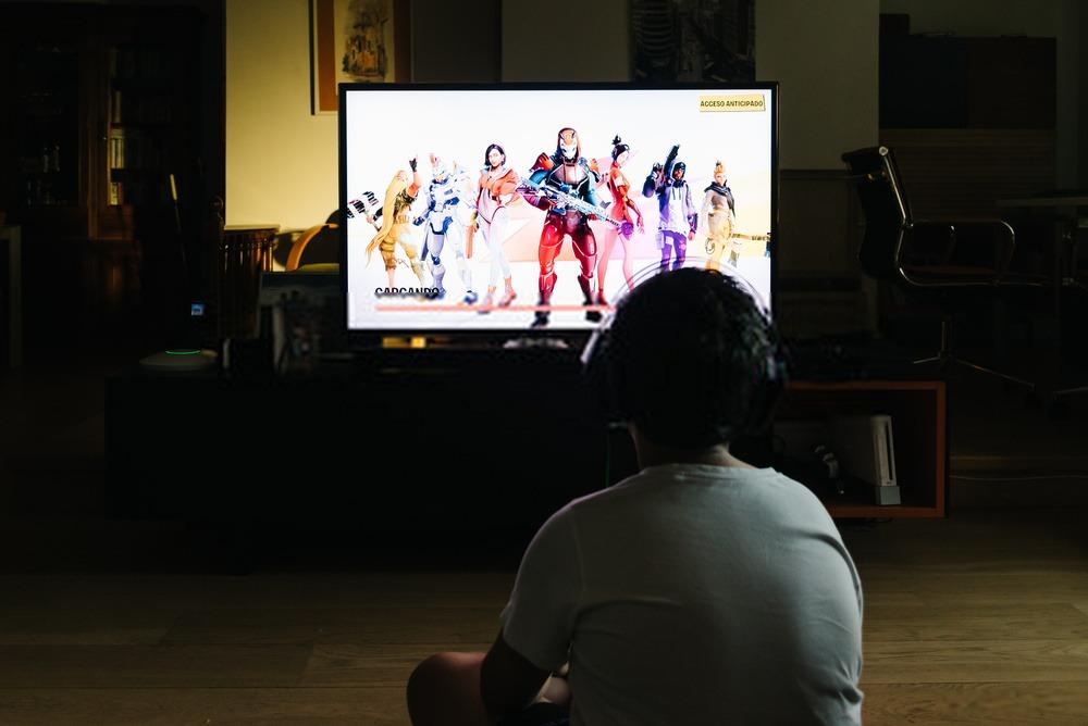 joueur Fortnite sur TV