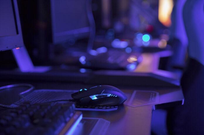 Souris de gaming sur un bureau