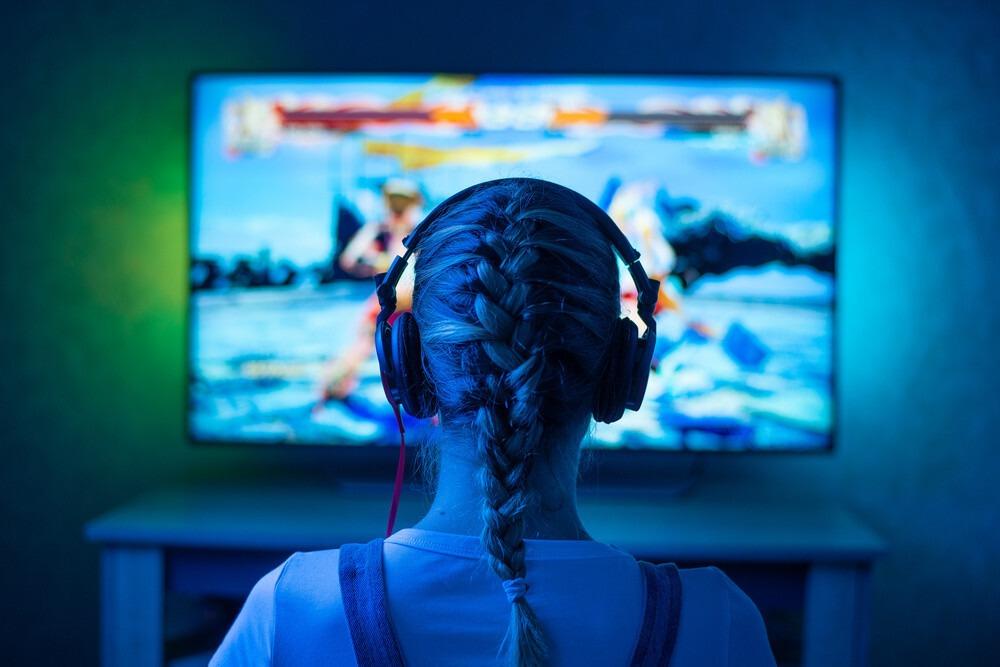 gamer sur un écran 4k