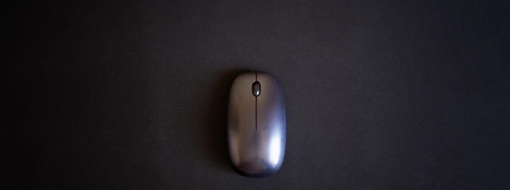 souris de PC sur tapis de bureau NOIR