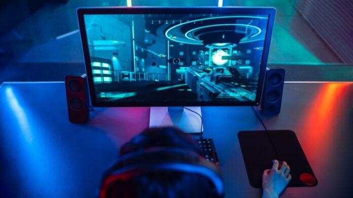 écran gamer sur bureau