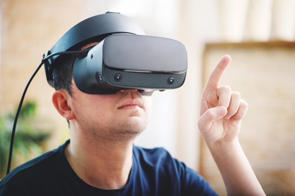 joueur avec un casque VR sur la tête